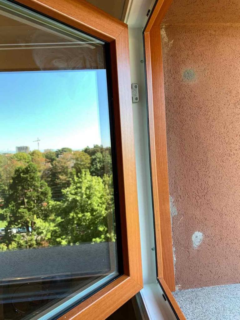finestra effetto legno