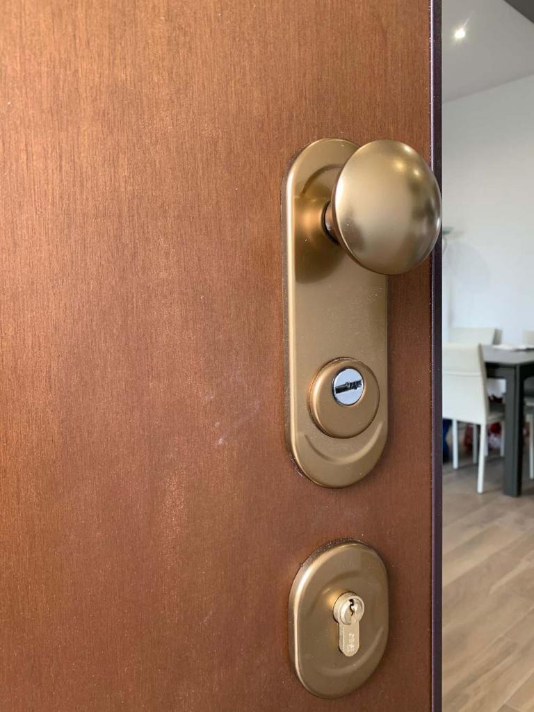 porta blindata pomolo