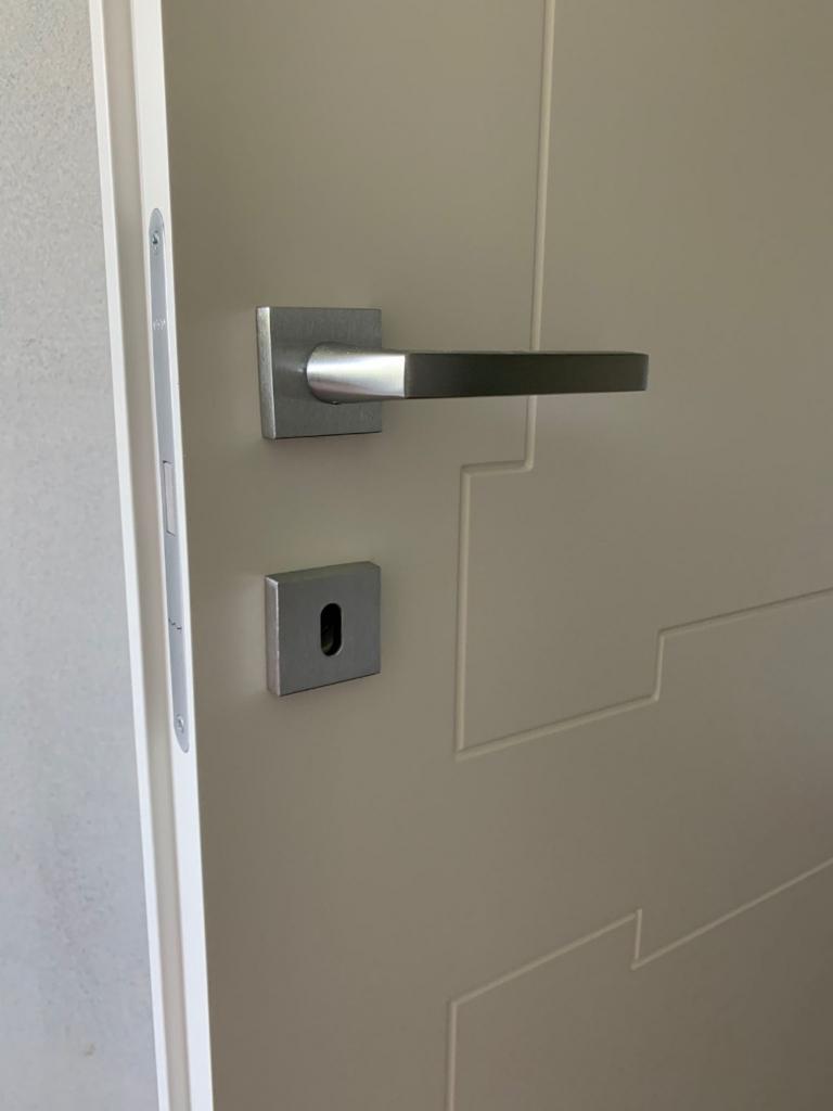 porta laccata maniglia